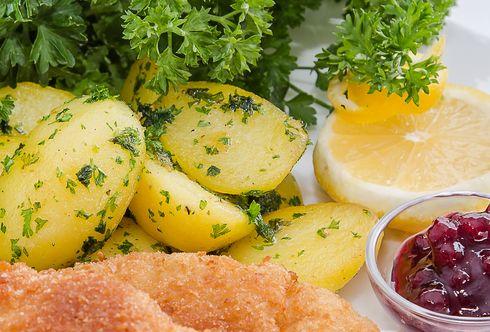 Petersilkartoffeln mit krauser Petersilie