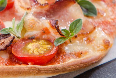 Pizza mit Oregano