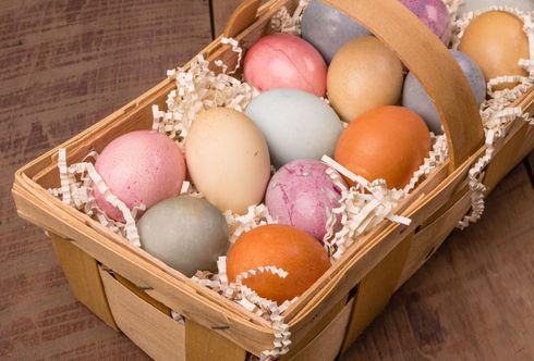 Des Ostereis Farbe - natürliches Färben